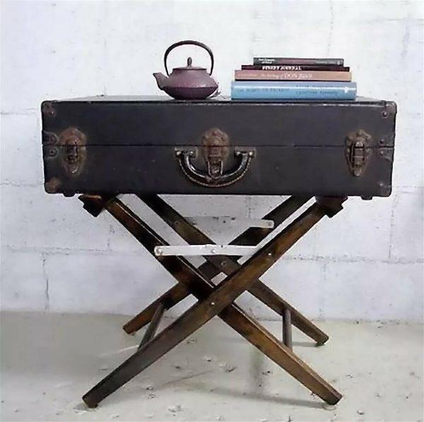 Журнальный столик из винтажного чемодана