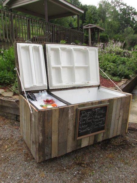 Ящик из старого холодильника