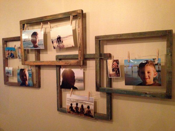 Композиция из рамок с фотографиями