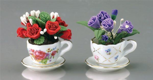 Искусственные цветы в чашечках
