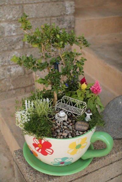Высокое растение с композицией