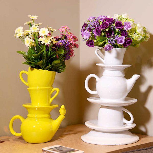 Композиция из чайного сервиза с цветами