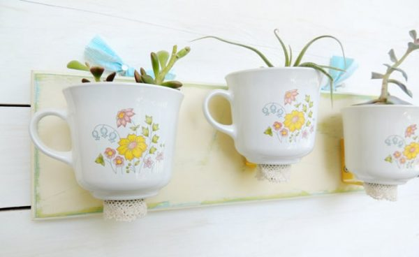 Чашки на стене