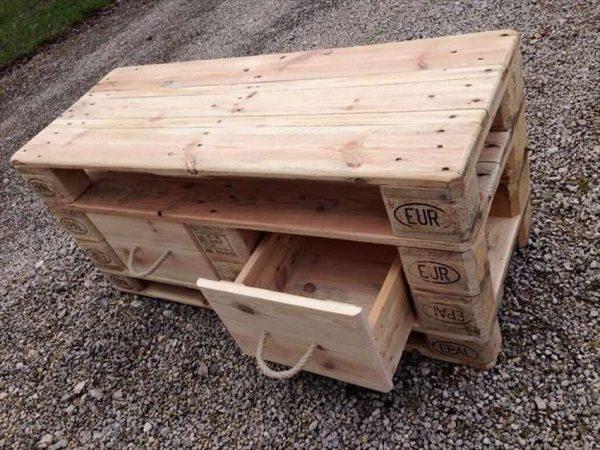 Комод с выдвижными ящиками