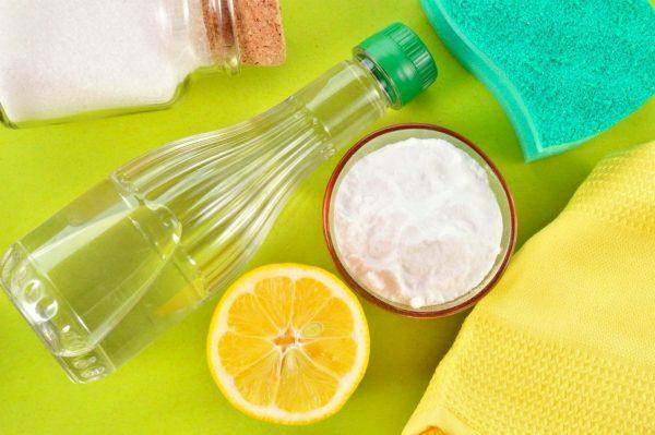 Укус, лимон, сода и полотенца
