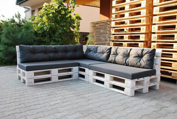 Угловой диван с высокими спинками