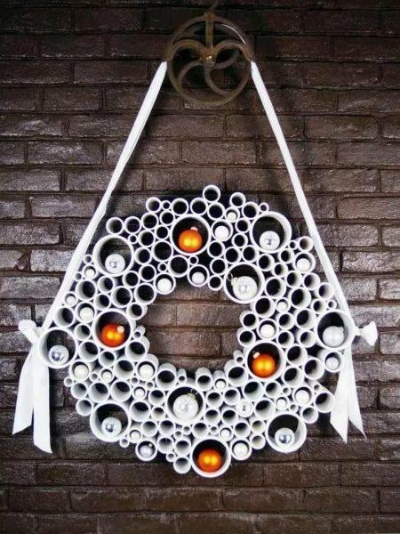 Венок из пластиковых труб