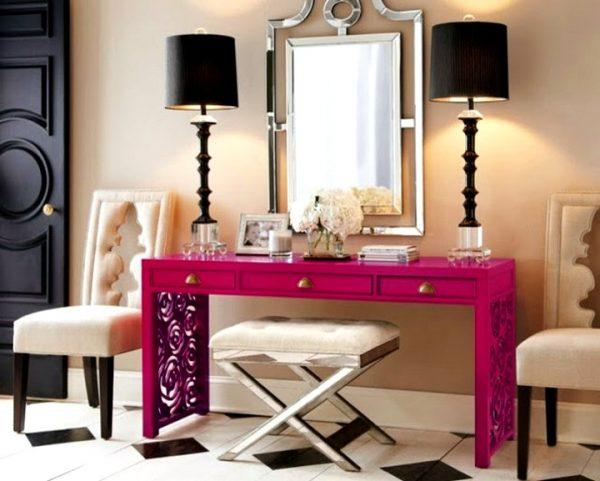Яркий столик