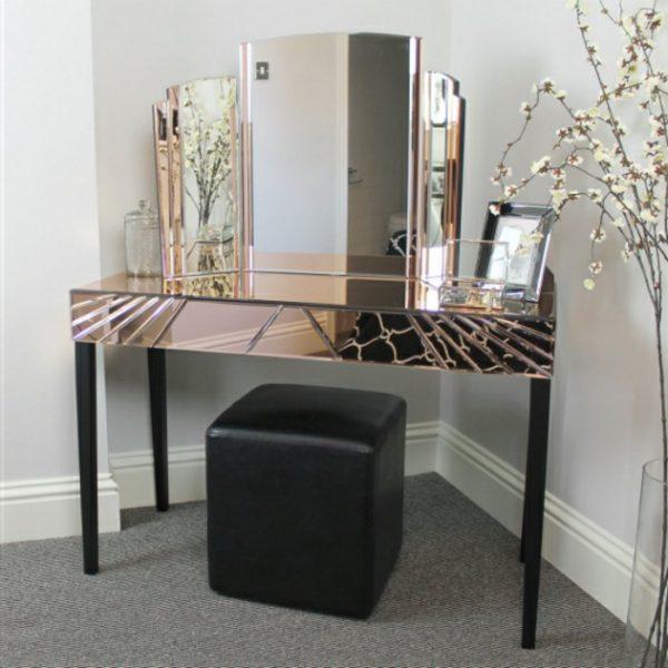Трильяж с зеркальной столешницей