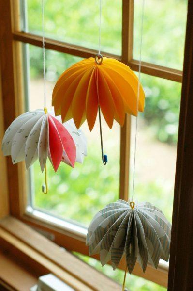 Зонтики на окне