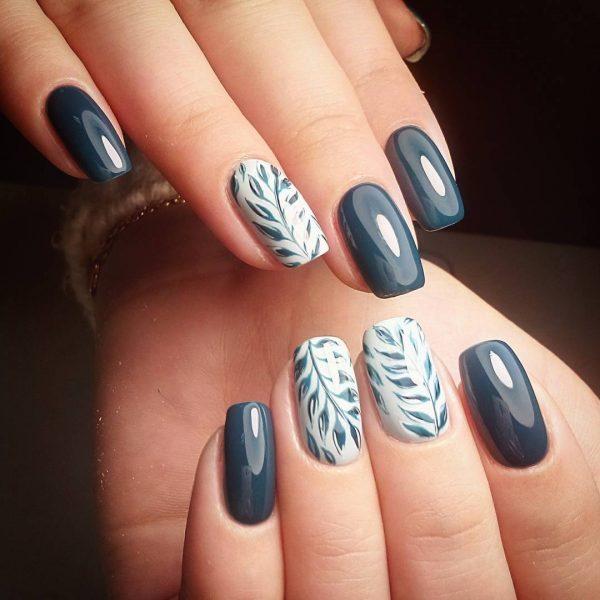 Синие листья