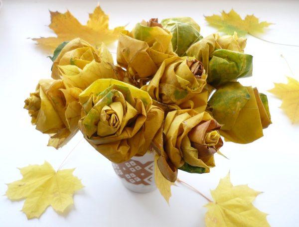 Жёлтые кленовые розочки
