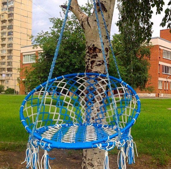 Бело-синее кресло