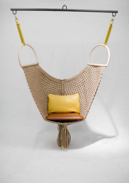 Кресло из ткани плотной вязки