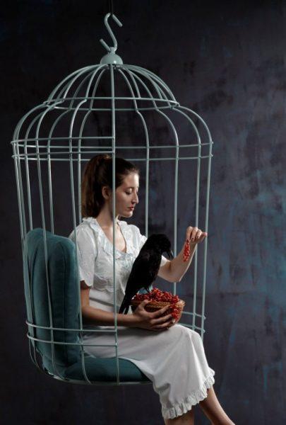 Кресло в виде клетки