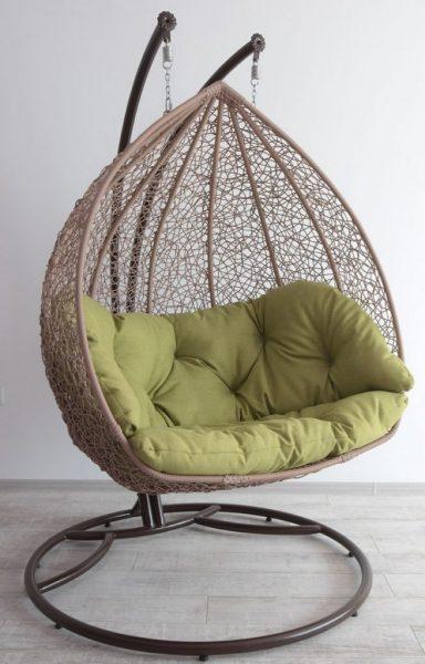 Цютное широкое кресло