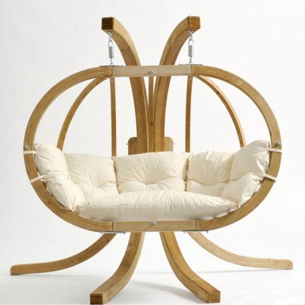 Широкое кресло