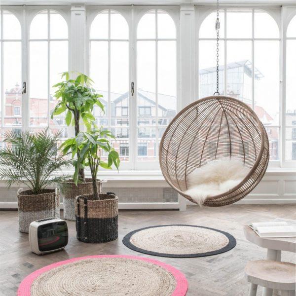 Кресло с плотным плетением