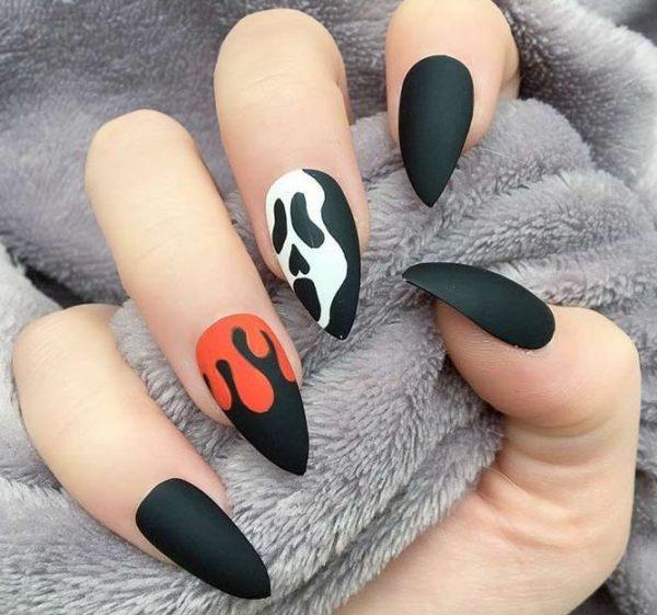 Призрак на ногтях