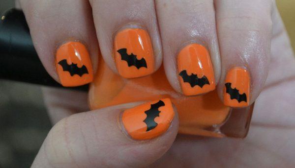Мыши на оранжевых ногтях