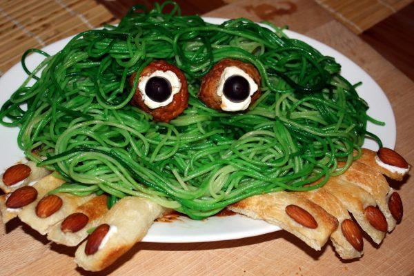 Чудовище из спагетти и тефтелей