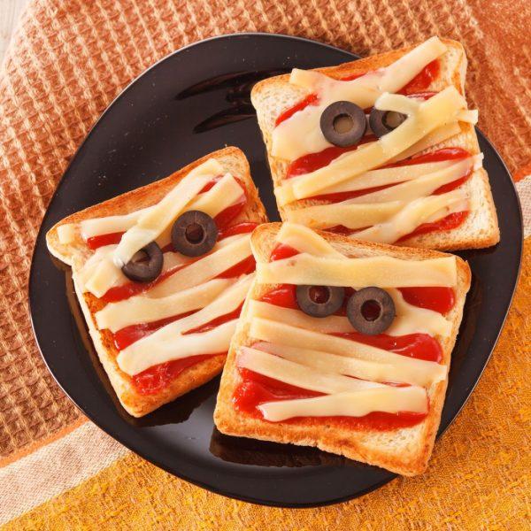 Бутерброды в виде мумий