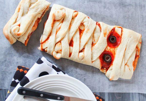 Пицца в виде мумии