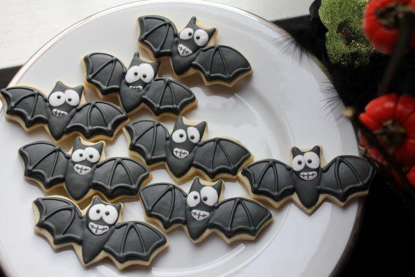 Печенье в виде летучих мышей