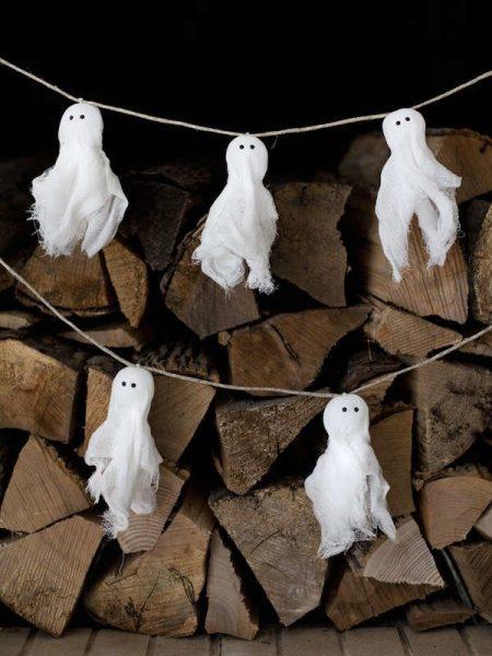 Гирлянда с призраками