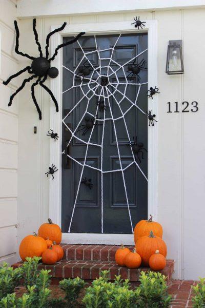 Паутина на двери