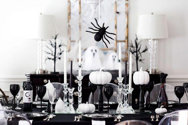 Чёрно-белый стол