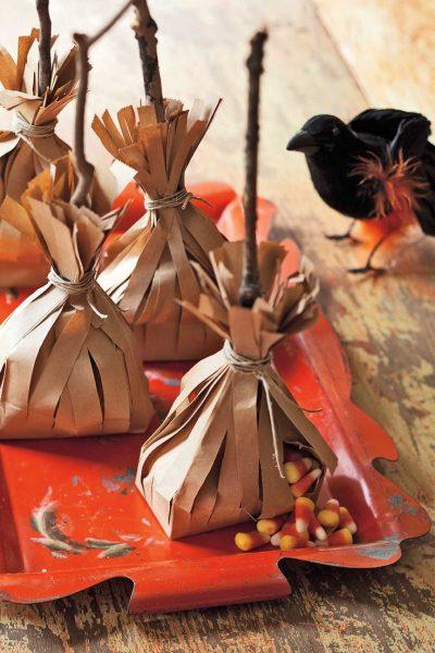 Упаковка сладдостей в виде метлы