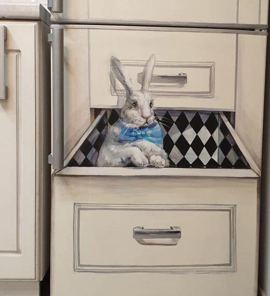 Кролик на холодильнике