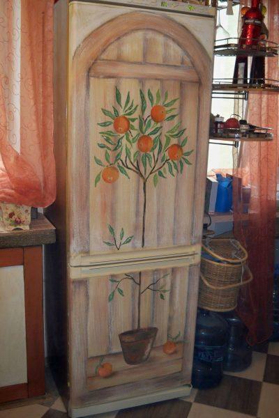 Роспись холодильника красками