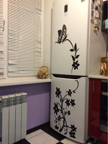 Декор холодильника виниловыми наклейками
