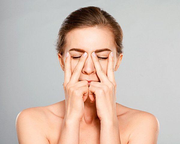 Растереть нос по массажным линиям