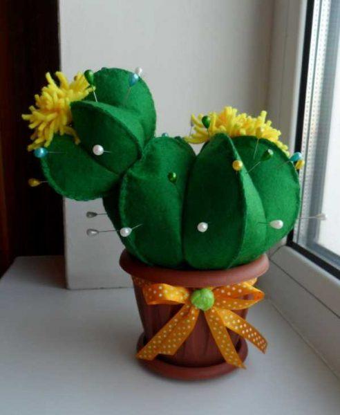 Игольница в виде кактуса