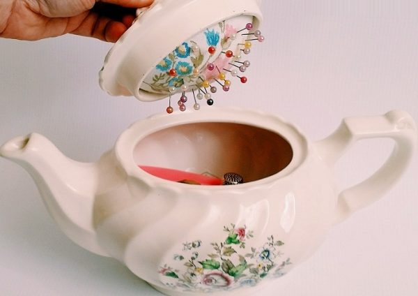 Использование заварного чайника в рукоделии