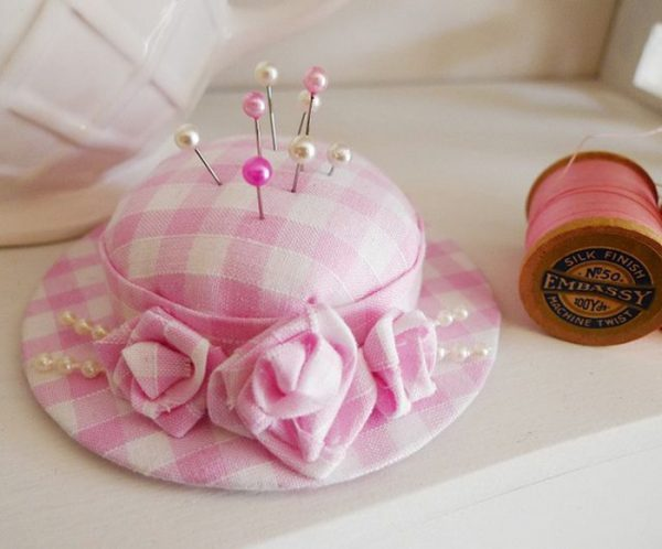Игольница в виде шляпки
