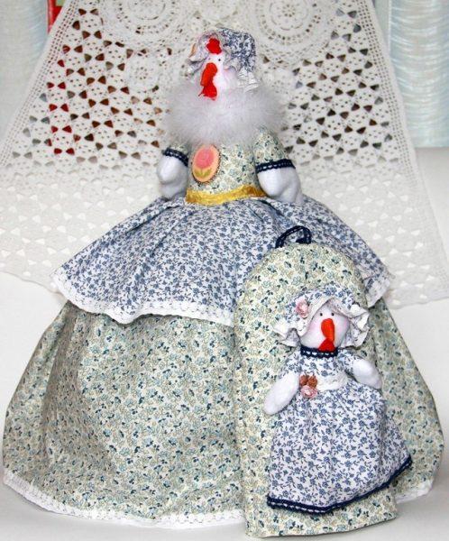Кукла в виде курочки
