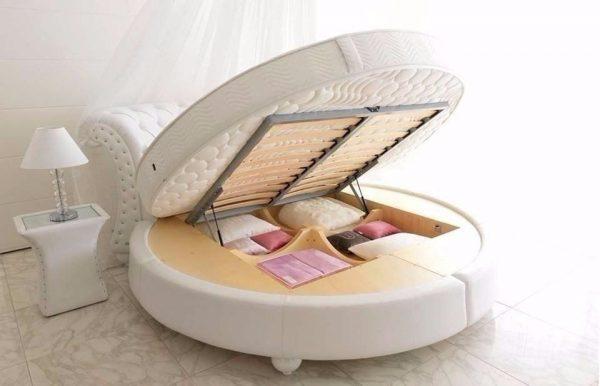 Практичная круглая кровать