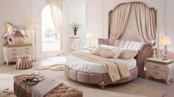Интерьер с круглой кроватью